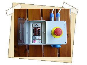 Ovládací pult pro dálkovou obsluhu generátorů
