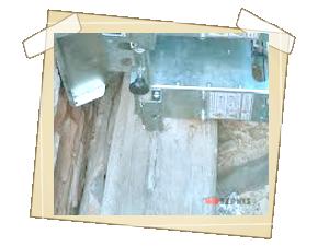 Detail umístění generátorů za pozednicemi a krovy