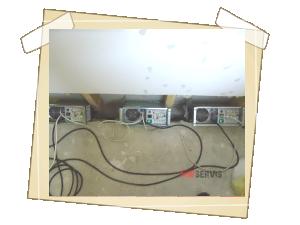 MW generátory v činnosti při vysušování základní konstrukce
