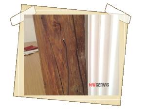 Pomocí USB sondy uvnitř dřeva - zavedení do předem vyvrtaného 6 mm otvoru