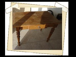 Dřevený stůl napadený ...